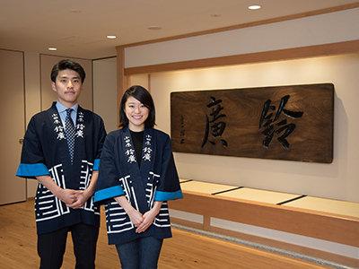 鈴木結美子さんと弟の智博さん
