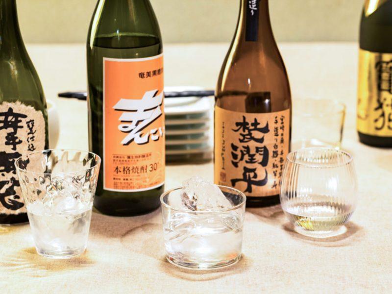 焼酎のボトルとグラス