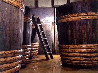 木桶で熟成する様子