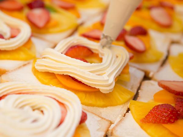 日本橋 千疋屋総本店フルーツサンドイッチで使うパンとクリーム