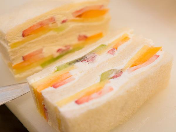 日本橋 千疋屋総本店のフルーツサンドイッチの断面