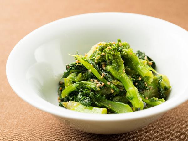 炒めて作る青菜のごまあえのでき上がり