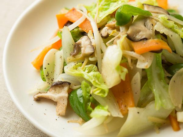 彩り豊かな野菜炒めの完成図