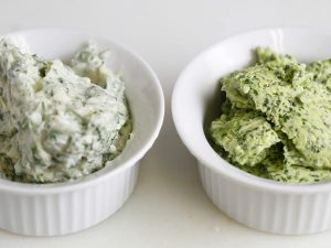 左から泡立て器で混ぜたバターとフードプロセッサーで混ぜたバターの比較
