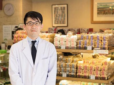 豆源麻布十番本店の店長八尾谷さん