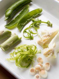 シンプルな料理に合う青もの系の野菜くず