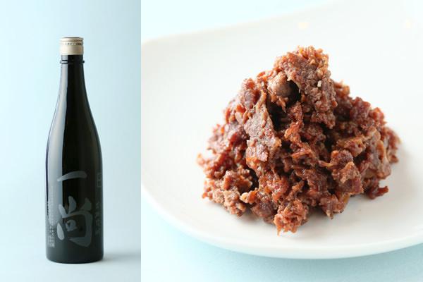 左:小牧蒸留所の一尚 シルバー,右:柿安のうすだき 牛肉しぐれ煮