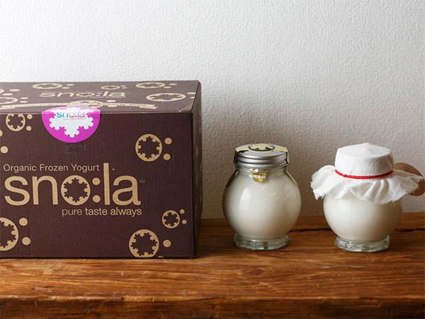 箱に入ったスノーラのギリシャヨーグルト