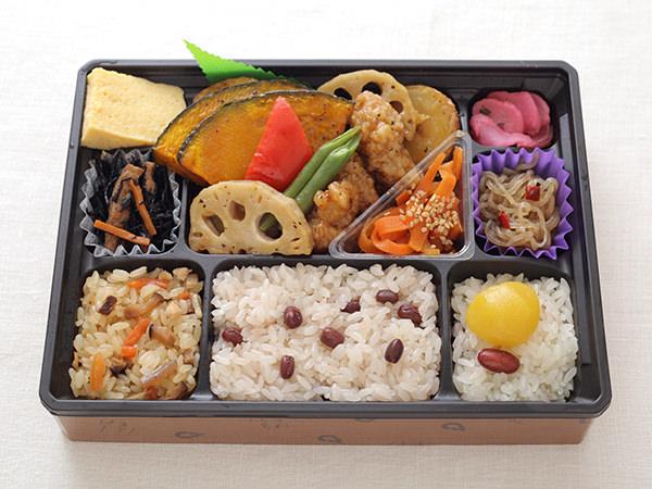 おこわ米八の特製黒酢のチキン野菜和え弁当