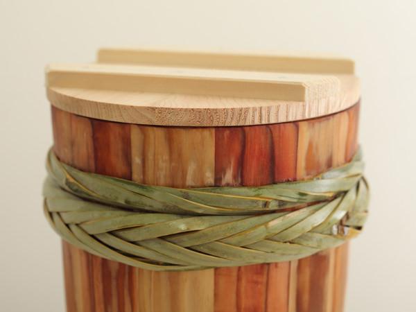 味噌作りに使う木の樽のイメージ