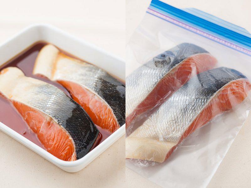 調味液に鮭を漬け込む様子、保存袋に入れている様子
