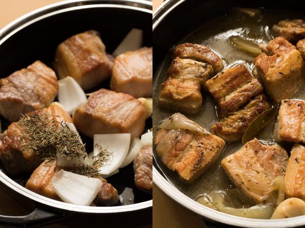 豚バラ肉、玉ねぎ、にんにく、ハーブを煮る様子と脂が出た様子