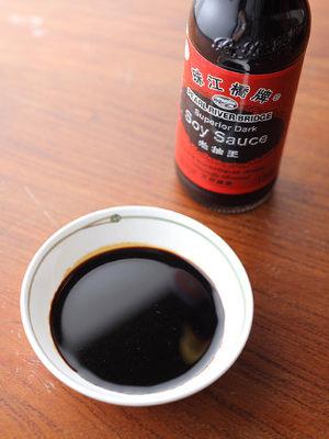 黒い色の秘密は、香り高い「中国たまりしょうゆ」