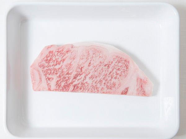 【新常識1】肉は常温に戻さない。あらかじめ塩・コショウしない