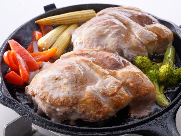 氷温熟成 氷室豚の厚切りステーキが完成した様子