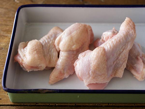 伊藤和四五郎商店 鶏三和の香草美水鶏 手羽元