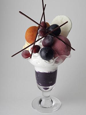 ヨシノリ アサミのぶどうのパフェ「クープ・グラッセ・レザン」