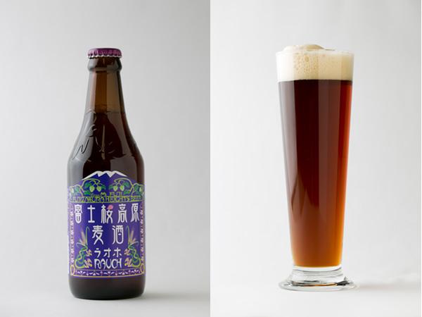 富士桜高原麦酒のラオホの瓶と注いだグラス