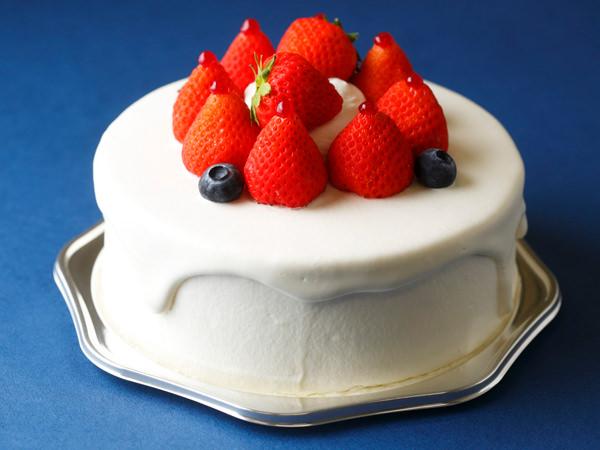 イチゴののったホールケーキのイメージ