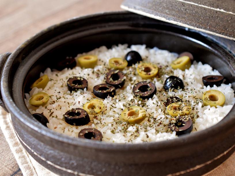 オリーブだけの炊き込みご飯のイメージ