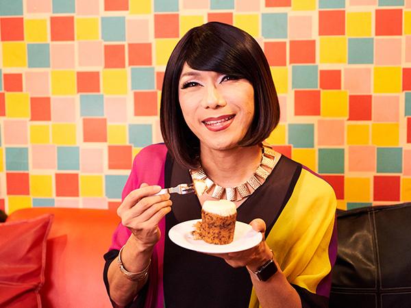 キャロットケーキを食べるブルボンヌさん