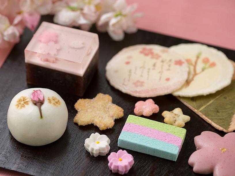 桜モチーフの和菓子