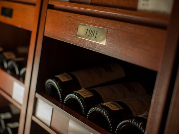 伊勢丹新宿店にあるオールドヴィンテージワイン用の保管庫
