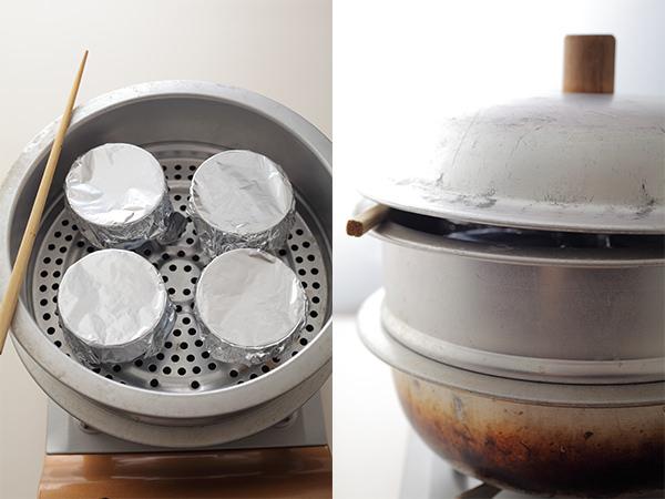 蒸し器で茶碗蒸しを蒸そうとしているところ