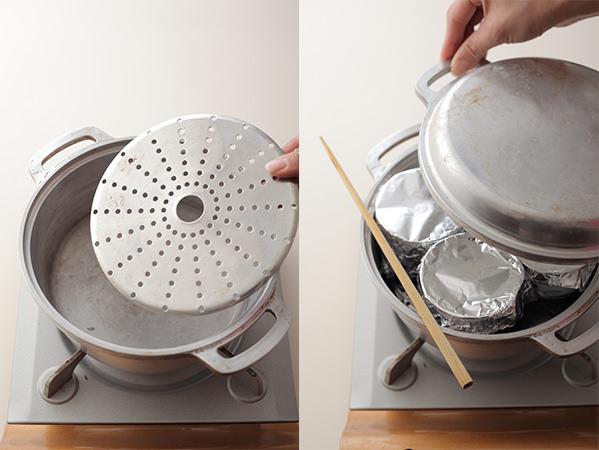 鍋で茶碗蒸しを蒸しているところ