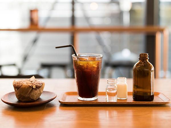 コールドブリューコーヒーとマフィン