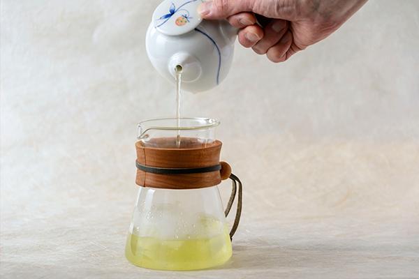 冷茶、氷で急冷する方法