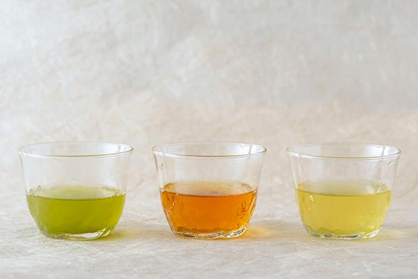 水出しした緑茶、ほうじ茶、釜炒り茶
