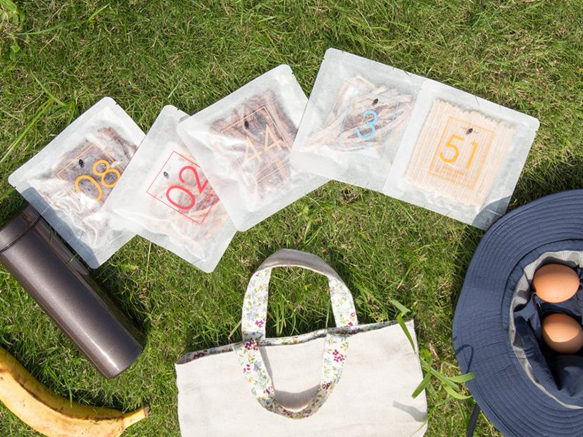 <Hotaru no Hikariホタルノヒカリ>の商品とピクニックの様子