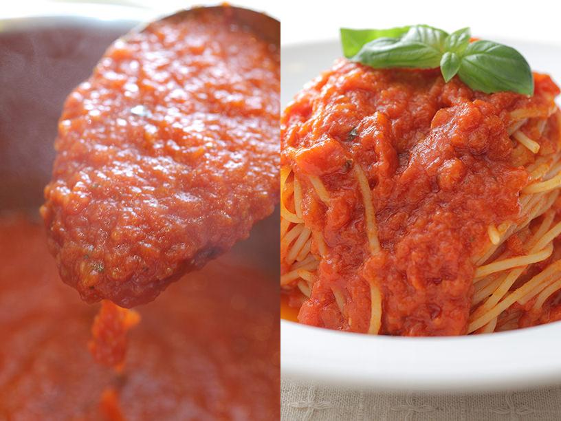 トマトソースを鍋からすくっているところとトマトソースパスタ