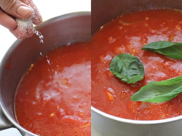 調理中のトマトソースに粗塩とバジルを加えたところ
