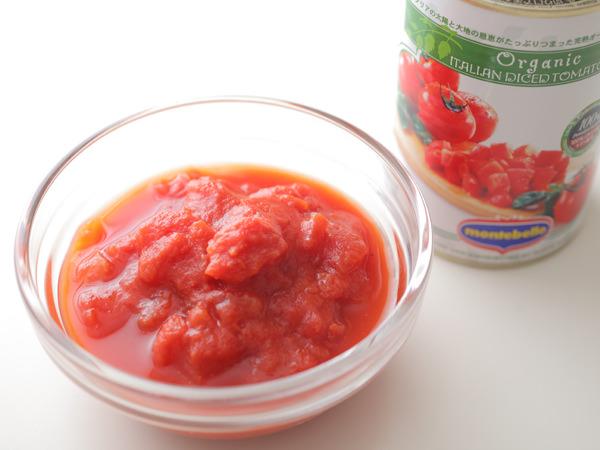 カットトマトの缶と中身