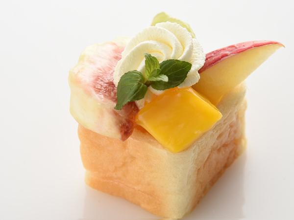 イッツ サンドイッチ マジックの「フルーツパフェのキューブサンド」