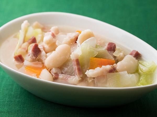 パンチェッタと白いんげん豆の野菜スープ