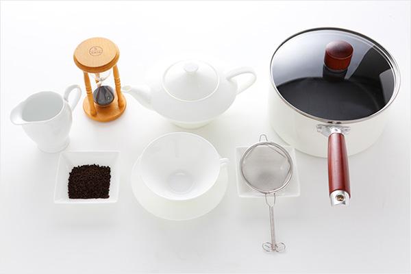 ロイヤルミルクティー作りに使う材料と道具一式