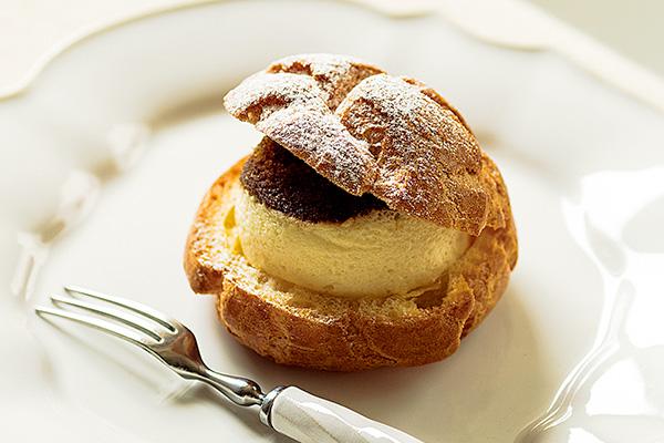 <ユーハイム・ディー・マイスター> の豆乳クリームのティラミスシュー