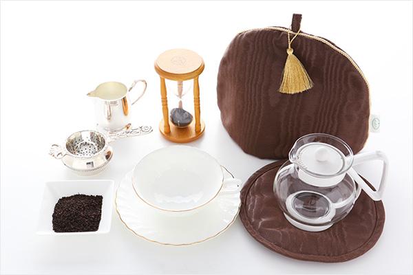 ミルクティー作りに使う材料と道具一式