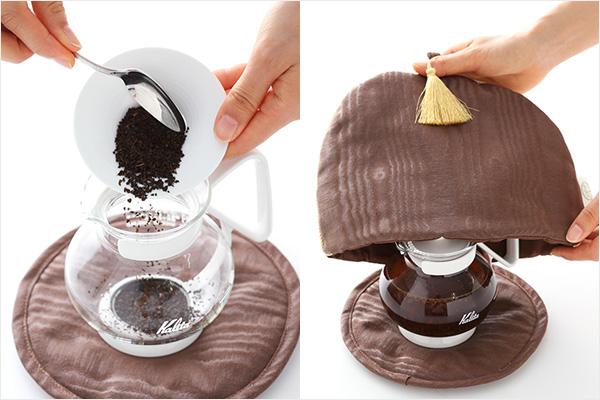 (左)多めの茶葉をティーポットに入れているところ、(右)ティーポットにティーコジーをかぶせているところ