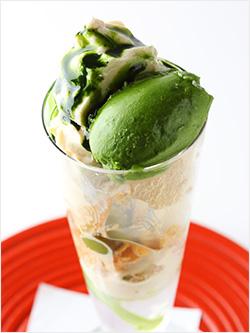 <茶屋 青柳>濃茶パフェ 1,728円(税込)
