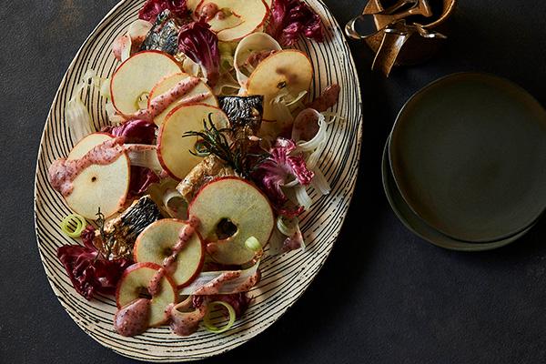 塩鯖のグリルとりんごのサラダ