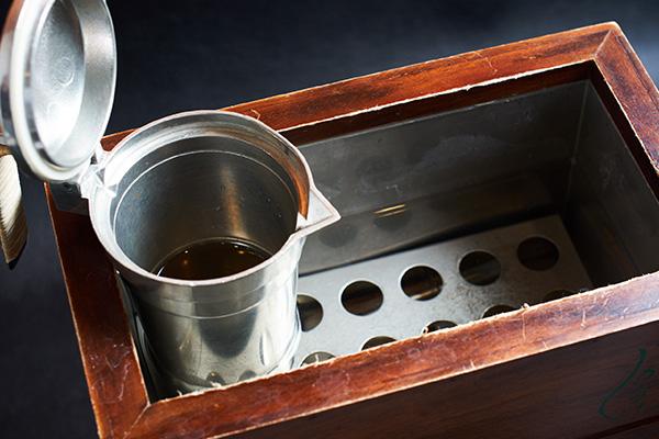 卓上酒燗器かんすけと燗酒