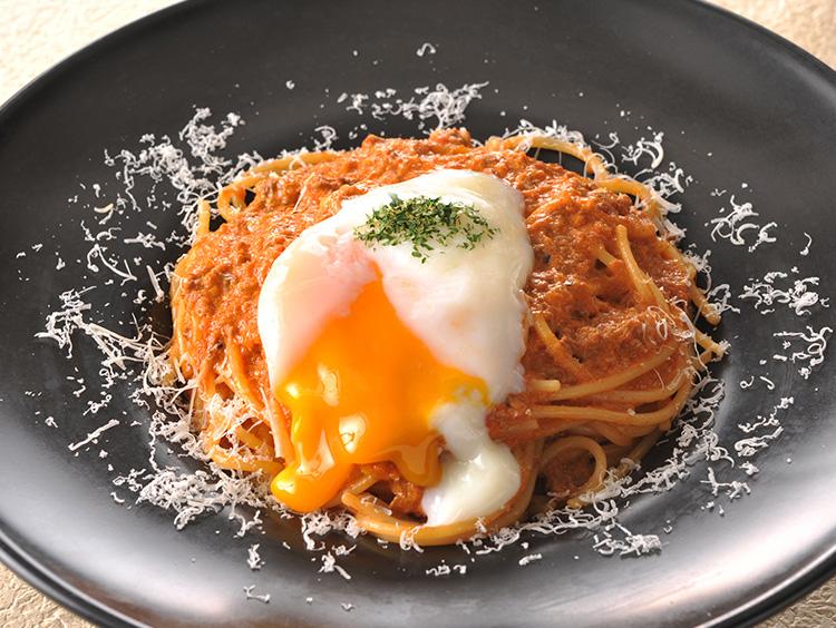 トラットリア・ターボロ・ディ・フィオーリのクリーミーボロネーゼ 半熟卵のせ