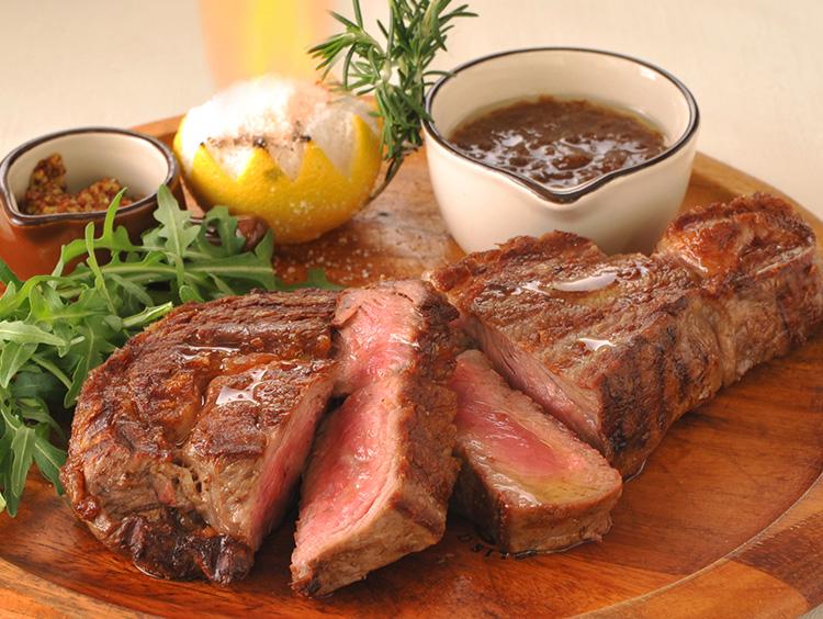 伊太利亜市場 BARの牛リブアイロールの1ポンドステーキ