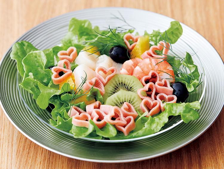 玉谷製麺所のローズパスタを使ったサラダ