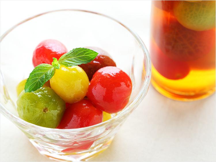 トマトのマリネ(盛り付け後と瓶)