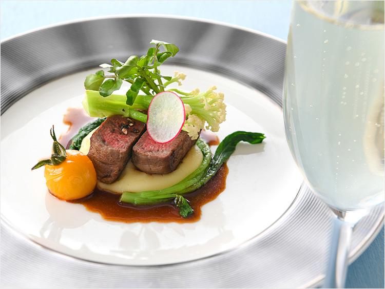 <西櫻亭>の和牛一口ステーキとこだわり温野菜
